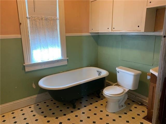 Bathroom featured at 1808 Dewey Ave, Saint Joseph, MO 64505