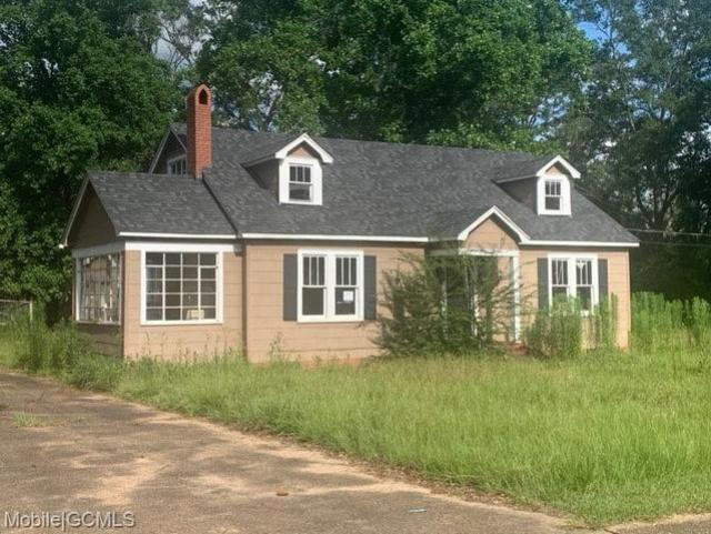 Porch yard featured at 19230 Rowe St, Citronelle, AL 36522