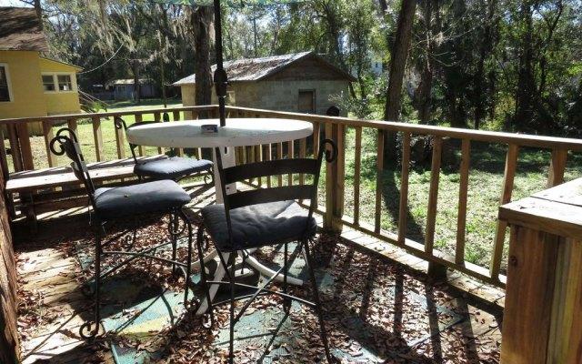 Porch yard featured at 214 Seminole St SE, Live Oak, FL 32064