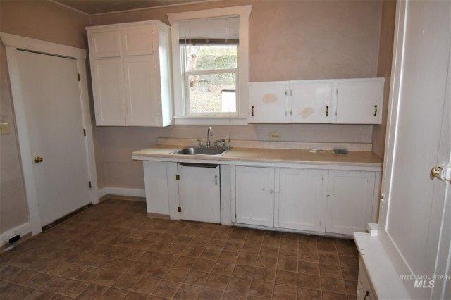 Kitchen featured at 422 11th St, Lewiston, ID 83501