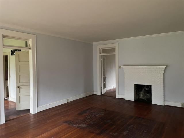 Living room featured at 304 E Union St, Vienna, GA 31092