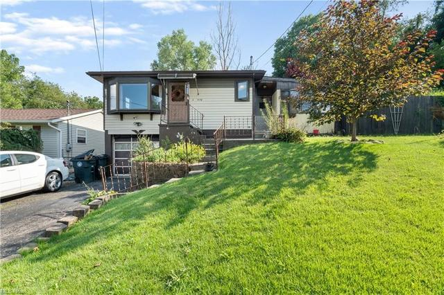 Yard featured at 1478 Fawler Ave, Akron, OH 44314