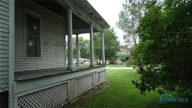 Porch yard featured at 207 N Main St, Antwerp, OH 45813