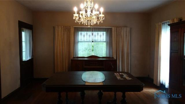 Dining room featured at 207 N Main St, Antwerp, OH 45813