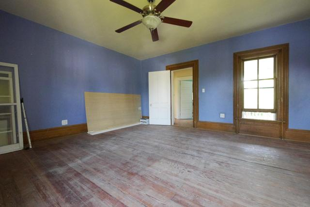 Bedroom featured at 605 S 5th St, Moberly, MO 65270