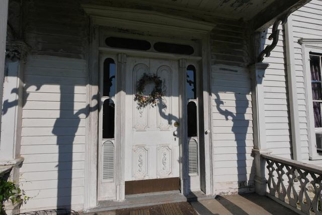 Porch featured at 605 S 5th St, Moberly, MO 65270