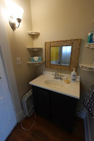 Bathroom featured at 605 S 5th St, Moberly, MO 65270