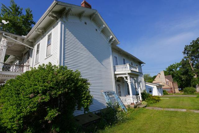 House view featured at 605 S 5th St, Moberly, MO 65270