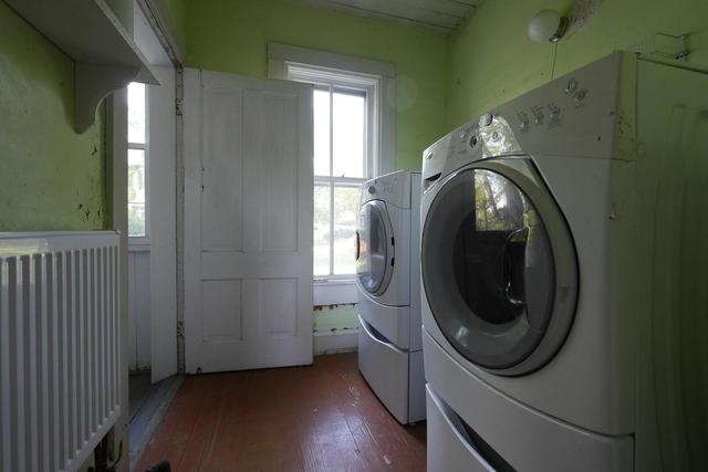 Laundry room featured at 605 S 5th St, Moberly, MO 65270