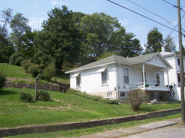 House view featured at 625 Thornton Ave, Clifton Forge, VA 24422