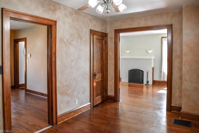 Living room featured at 921 Greenfield Ave SW, Canton, OH 44706