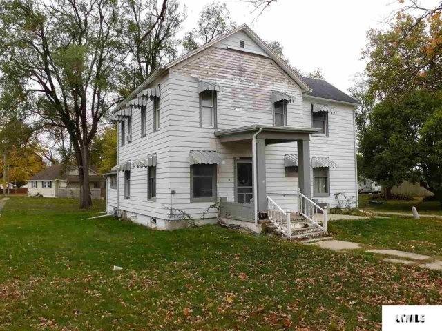 Porch yard featured at 107 NE Church St, Atlanta, IL 61723