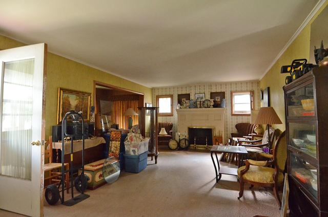 Living room featured at 502 S Monroe St, Streator, IL 61364