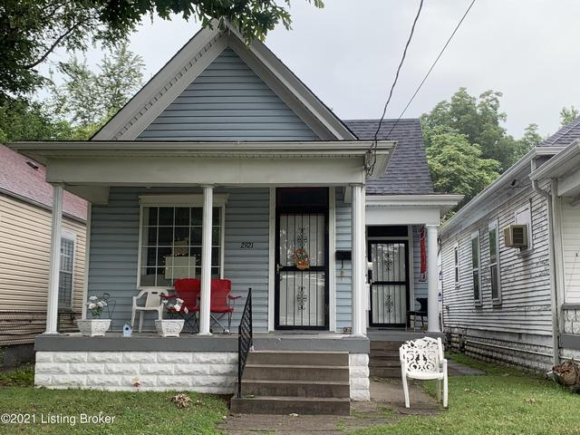 Porch featured at 2921 Dumesnil St, Louisville, KY 40211