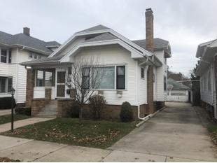 "<div></img>821 W Lawn Ave</div><div>Racine, Wisconsin 53405</div>"" data-original=""/img/cdn/assets/layout/patch_white_bg.jpg"" data-recalc-dims=""1″></a></figure><div class="