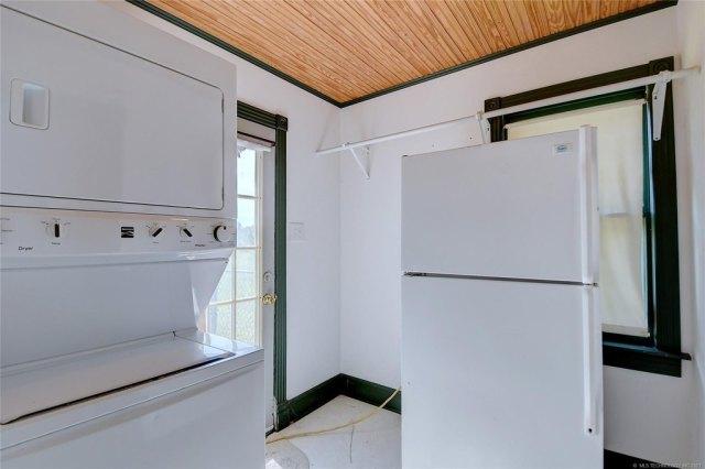 Laundry room featured at 103 Seminole St, Marietta, OK 73448