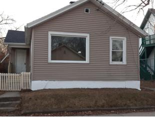 "<div></img>915 Albert St</div><div>Racine, Wisconsin 53404</div>"" data-original=""/img/cdn/assets/layout/patch_white_bg.jpg"" data-recalc-dims=""1″></a></figure><div class="