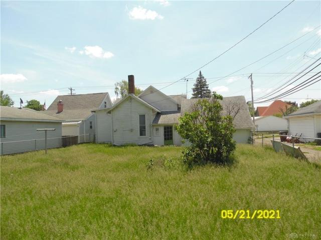 Yard featured at 212 E Monfort St, Eaton, OH 45320