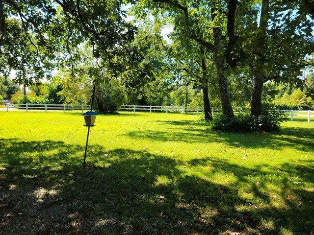 Yard featured at 4400 Bergdolt Rd, Evansville, IN 47711