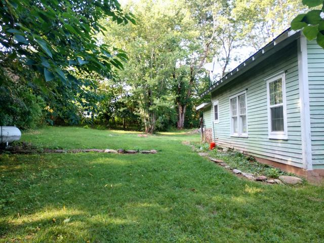Yard featured at 553 Circle Dr, Western Grove, AR 72685