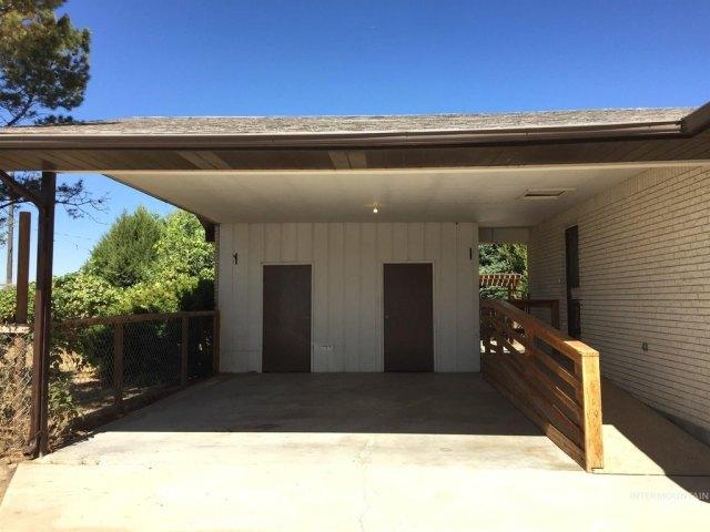 Garage featured at 1900 E Deer Flat Rd, Kuna, ID 83634