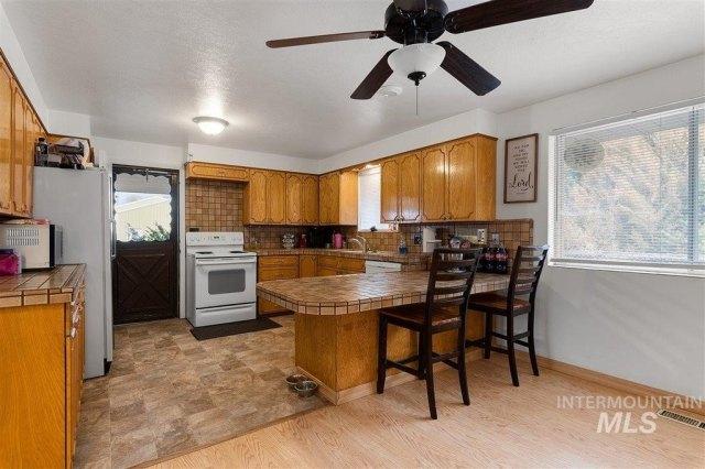 Kitchen featured at 1900 E Deer Flat Rd, Kuna, ID 83634