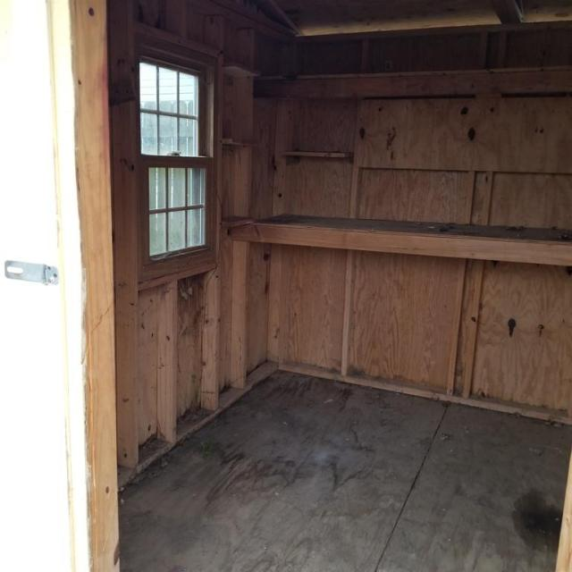 Garage featured at 401 Main St, Falmouth, KY 41040