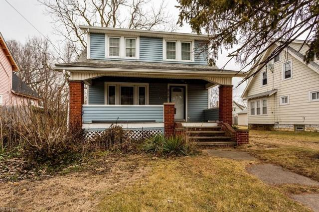 Porch featured at 910 W 21st St, Lorain, OH 44052