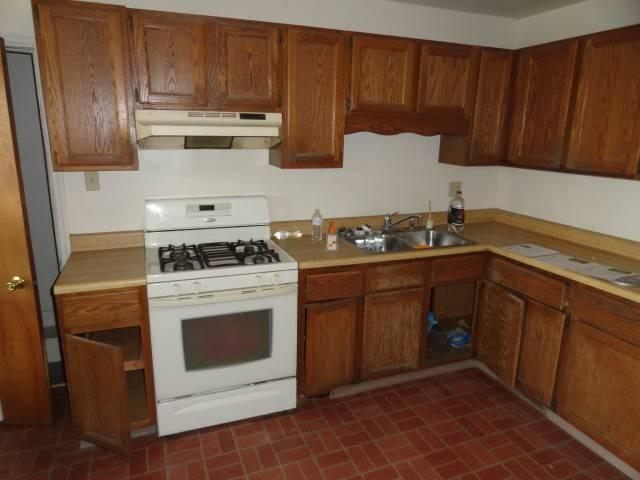 Kitchen featured at 288 N Broad St, Galesburg, IL 61401