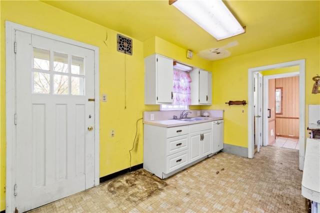 Kitchen featured at 362 Vermont Ave, Clairton, PA 15025