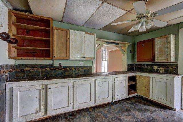 Kitchen featured at 453 Folk Ave, Woodbury, GA 30293