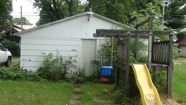 Yard featured at 330 W Atwood St, Galion, OH 44833