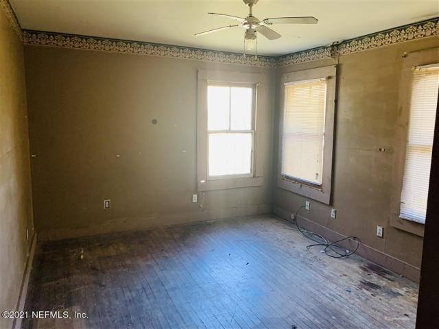 Bedroom featured at 72 E 32nd St, Jacksonville, FL 32206
