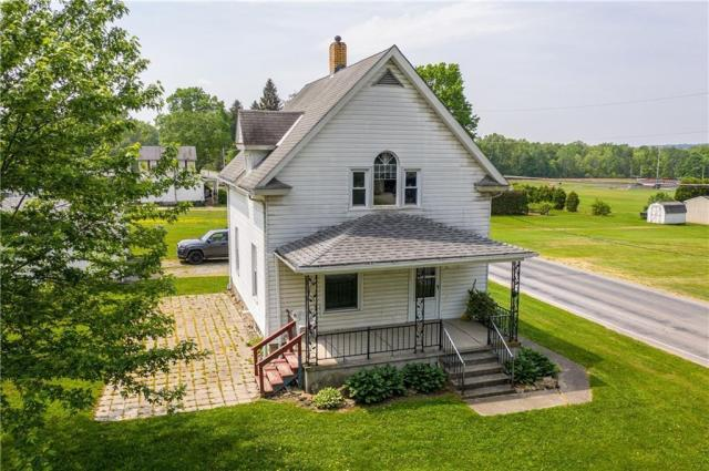 Yard featured at 35 Donation Rd, Greenville, PA 16125