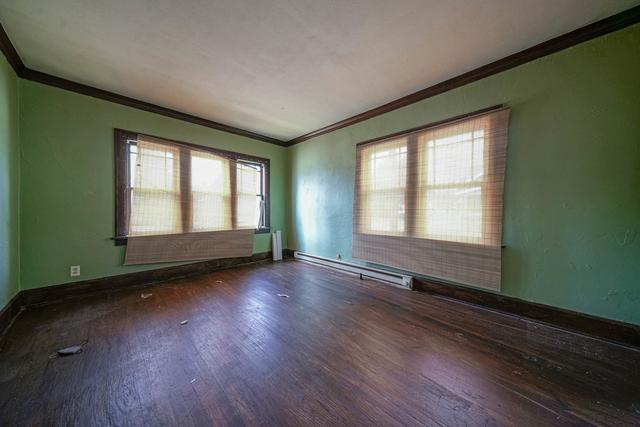 Living room featured at 1520 15th Ave, Rockford, IL 61104