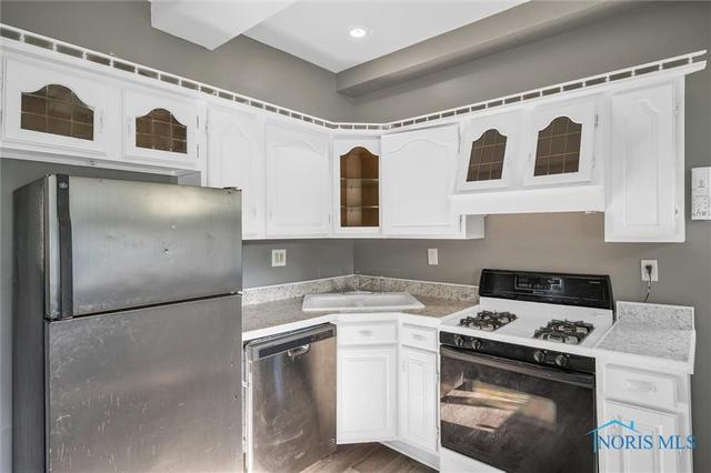 Kitchen featured at 647 Federal St, Toledo, OH 43605