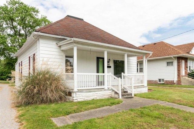 Porch featured at 709 S Washington St, Du Quoin, IL 62832