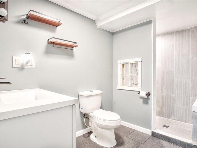 Bathroom featured at 253 Debra Ln, Sparta, IL 62286
