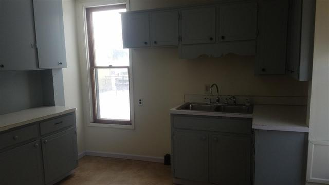 Laundry room featured at 252 Denver St, Waterloo, IA 50701