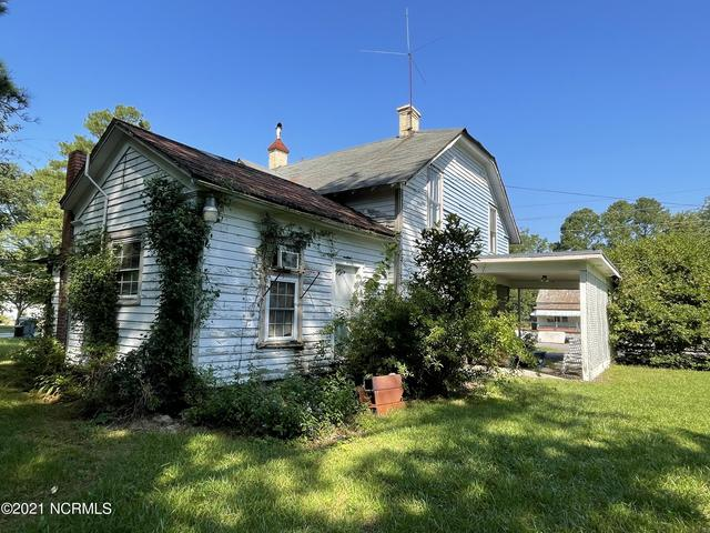 House view featured at 309 W Railroad St, Robersonville, NC 27871