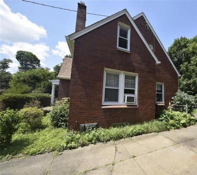 Farm land featured at 208 Berkshire Dr, Youngstown, OH 44512