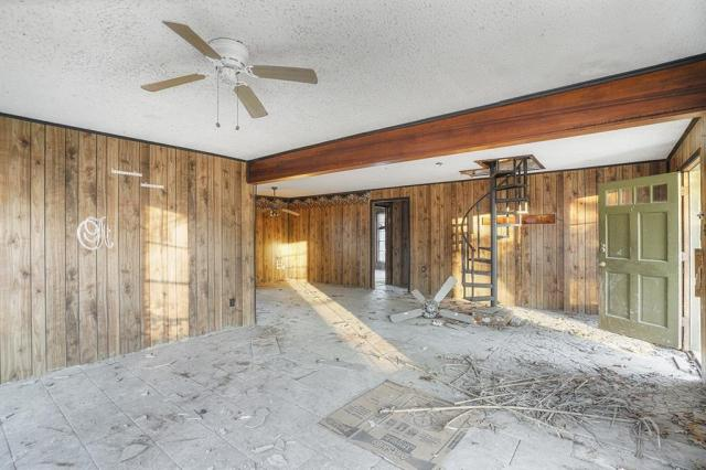 Garage featured at 131 Holliman Dr, Livingston, TX 77351