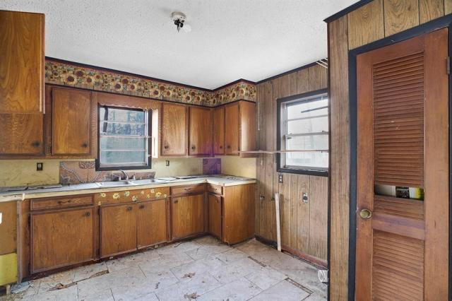 Kitchen featured at 131 Holliman Dr, Livingston, TX 77351