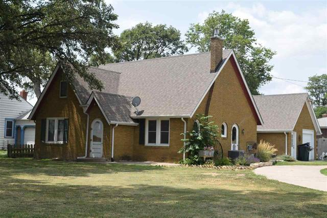 House view featured at 228 E 1st St, Russell, KS 67665