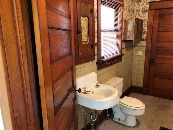 Bathroom featured at 126 E 5th St, Trenton, MO 64683