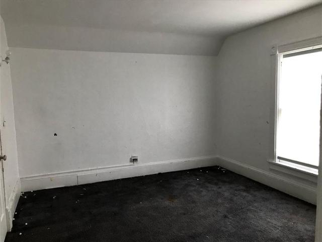 Bedroom featured at 203 S Gorham St, Jackson, MI 49203
