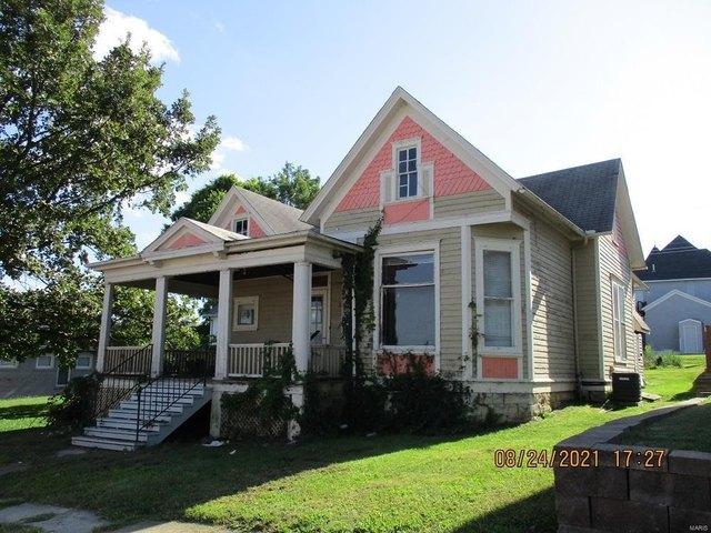 House view featured at 220 N Main St, Louisiana, MO 63353