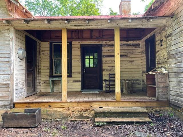 Porch featured at 1467 Museville Rd, Chatham, VA 24531