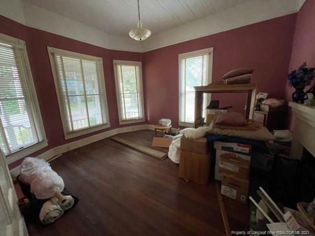Living room featured at 318 N Patterson St, Maxton, NC 28364