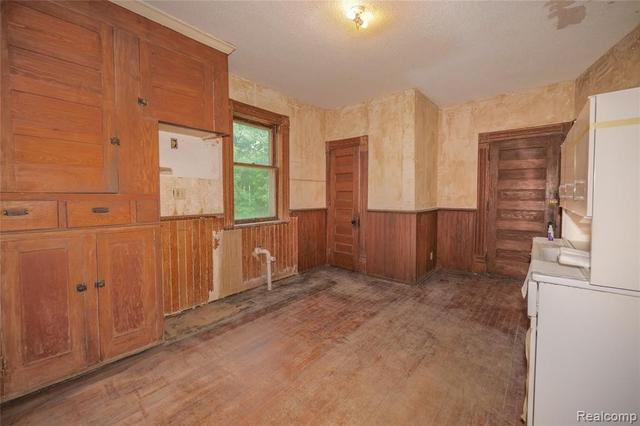 Kitchen featured at 2026 N Grand River Ave, Lansing, MI 48906